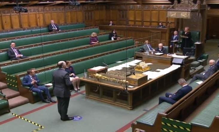Aprueba Parlamento británico confinar a Inglaterra un mes