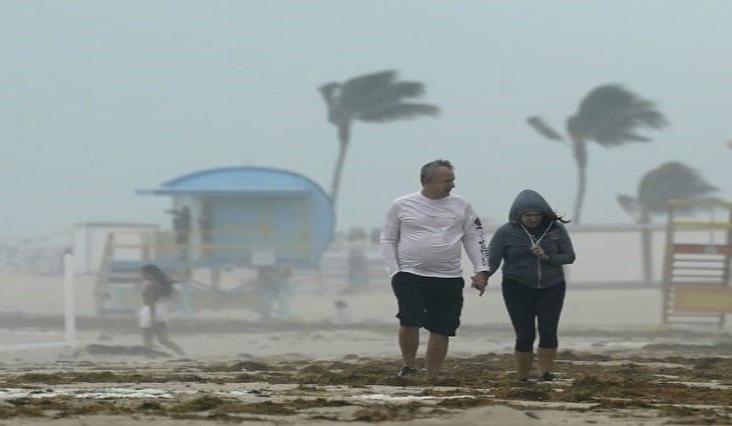 Tormenta 'Eta' golpea Florida tras azotar Cuba, CA y el sur de México