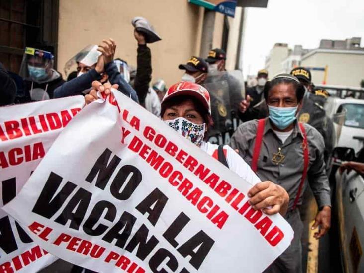 Con marchas y cacerolazos apoyan en Perú al destituido Vizcarra