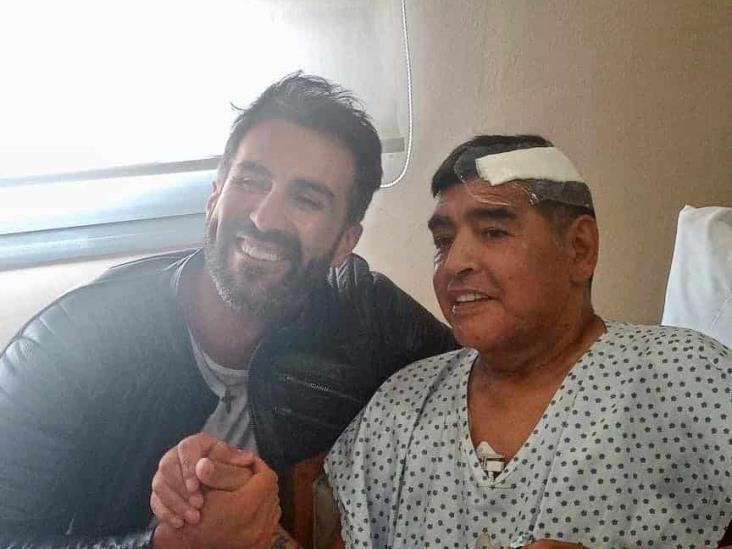 Médico comparte foto de Maradona en su recuperación