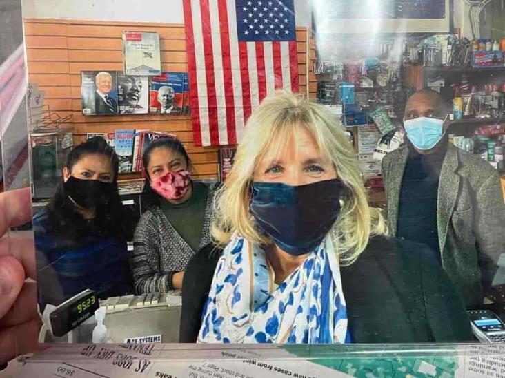 Jill Biden, viral tras comprar en un local de revistas hispano