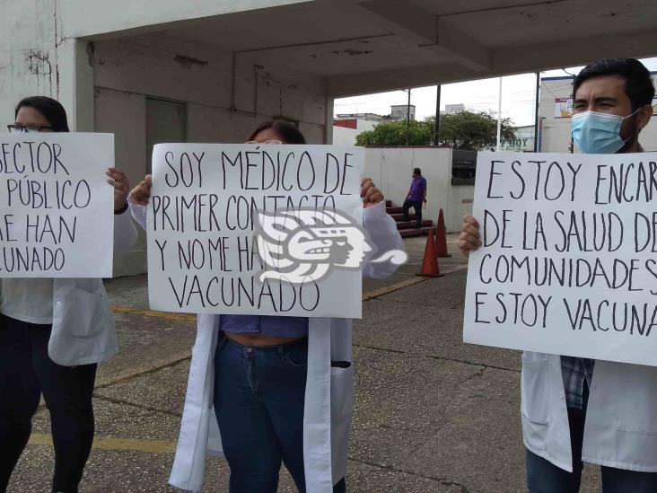 Claman a autoridades atender demanda de vacunas de médicos de Veracruz