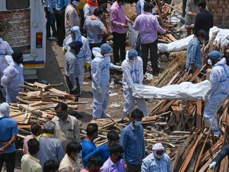Covid no cede en India, suman otros 320 mil casos