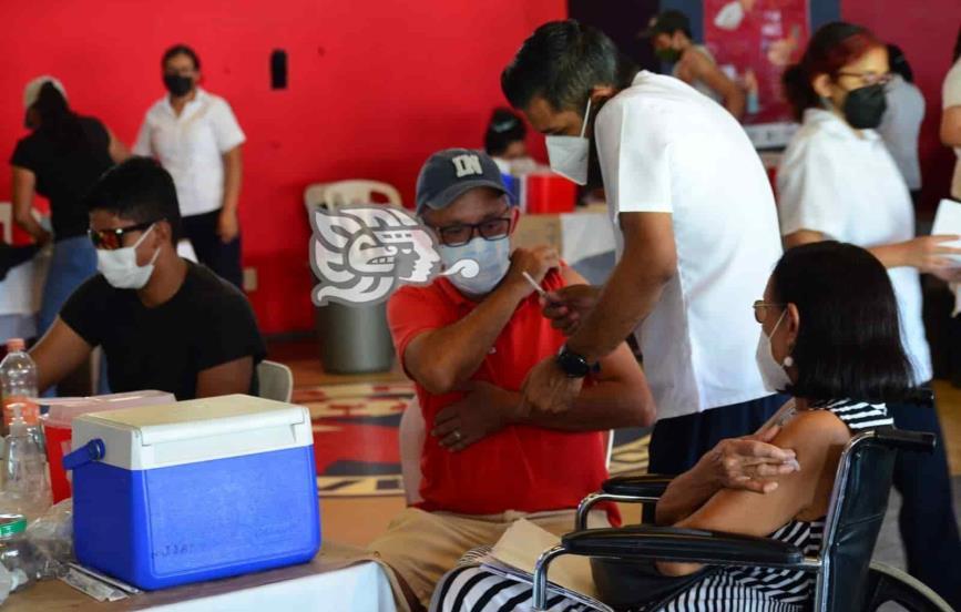 vacunaran_a_rezagados_solo_en_el_pirata_de_la_fuente_en_puerto_de_veracruz