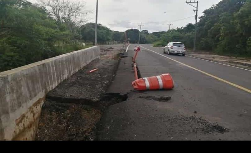 FF 4 destrozó la carretera Las Choapas-Cuichapa