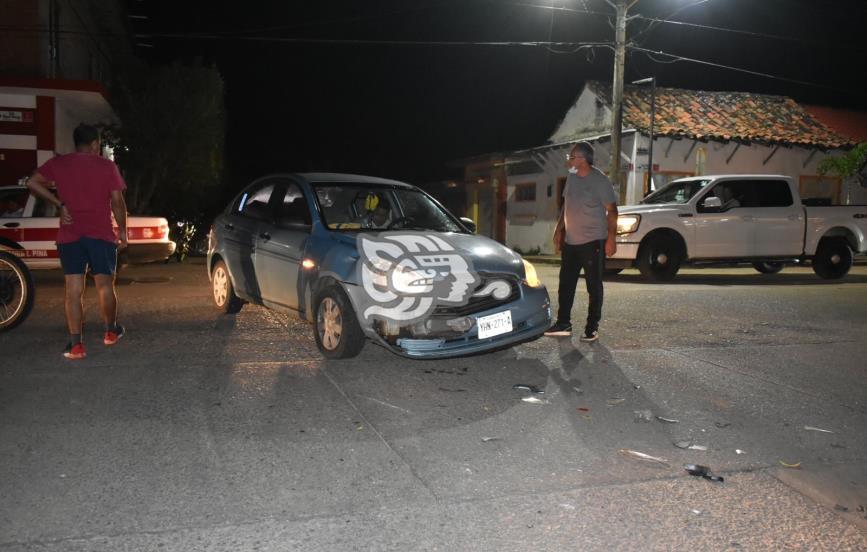 Motociclistas huyen tras provocar choque en Acayucan
